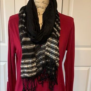 Scarf black and white striped